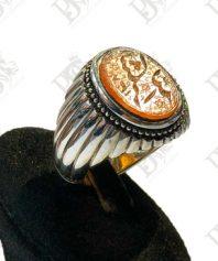 A-1057 عقیق خطی کهنه قاجاری بسیار زیبا و خوش خط بامتن زیبای شکر الله و پایه دست ساز نقره