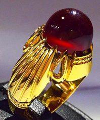 انگشتر عقیق سرخ یمنی آبدار طوقدار بسیار خوش طبع با پایه تمام طلا A-644 (فروخته شد)