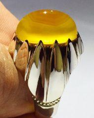 انگشتر عقیق زرد یمنی کهنه بسیار ابدار با طیف رنگی نادر و خاص با پایه فدیوم مدل ١٠ چنگ طرح جدید و خاص A-631 (فروخته شد)
