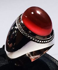 انگشتر عقیق سرخ یمنی آبدار و کلاهدار و طوقدار لامپی با پایه فدیوم مدل عرب A-581