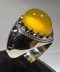 انگشتر عقیق زرد یمنی بسیار استثنایی و بسیار آبدار با طوق ها عمودی منظم با پایه فدیوم عرب A-611 (فروخته شد)