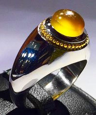 انگشتر عقیق زرد یمنی تراشدار قطعی بکر فوق العاده آبدار لامپی با پایه فدیوم دست ساز مدل عرب A-596 (فروخته شد)