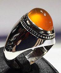انگشتر عقیق پرتقالی یمنی کهنه بسیار آبدار با پایه مدل عرب بی نقص a-2