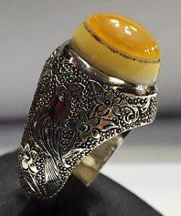 a-14 انگشتر عقیق سه پوست زرد زیبا با پایه نقره قلم کاری