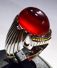 انگشتر عقیق سرخ باباقوری کهنه یمنی بسیار آبدار با پایه فدیوم و گوارسه های طلا A-597