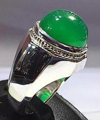 a-15 انگشتر عقیق سبز کهنه طوقدار خوش آب و رنگ با پایه نقره مدل٨ ضلعی