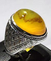 انگشتر عقیق زرد یمنی کهنه بسیار خرش آب و رنگ با پایه فدیوم مدل رولکسی A-564