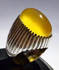 انگشتر عقیق زرد کهنه و بسیار آبدار و خوشرنگ طوقدار با پایه نقره مدل ریز دندان A-591