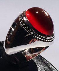 انگشتر عقیق سرخ یمنی آلبالویی بسیار خوش آب و رنگ با پایه فدیوم مدل عرب A-567