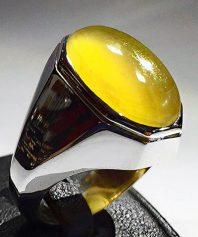 A-666 انگشتر عقیق زرد نباتی یمنی تراشدار قطعی زیرو رو تراش بسیار خوش سایز با پایه فدیوم مدل ٨ ضلعی