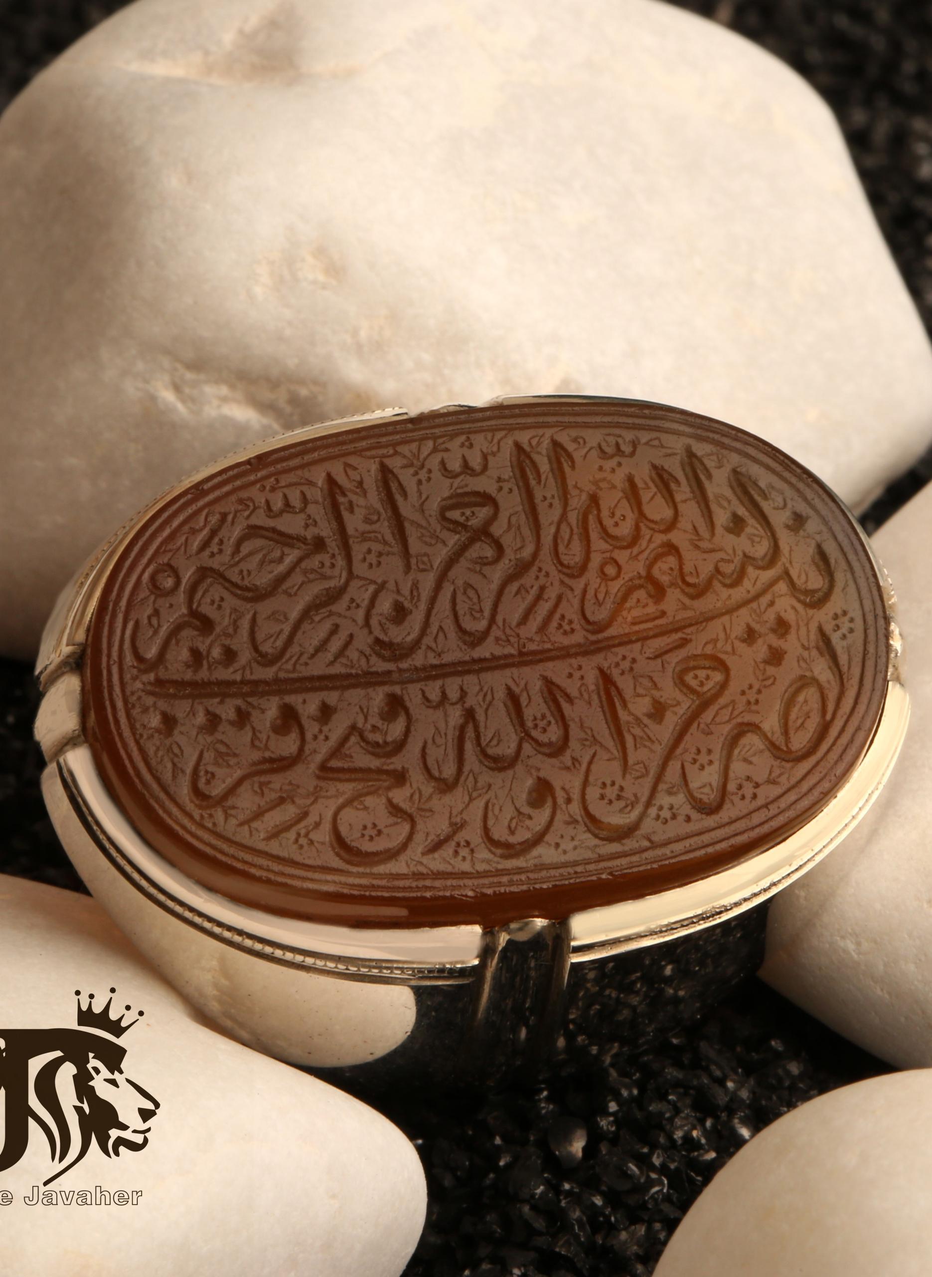 A-1324 انگشتر عقیق یمنی خطی کهنه با پایه فدیوم