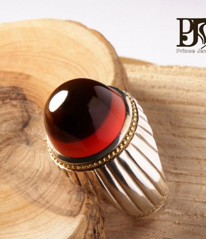 A-1457 انگشتر عقیق سرخ یمنی کهنه کلاهدار با پایه فدیوم شیاری