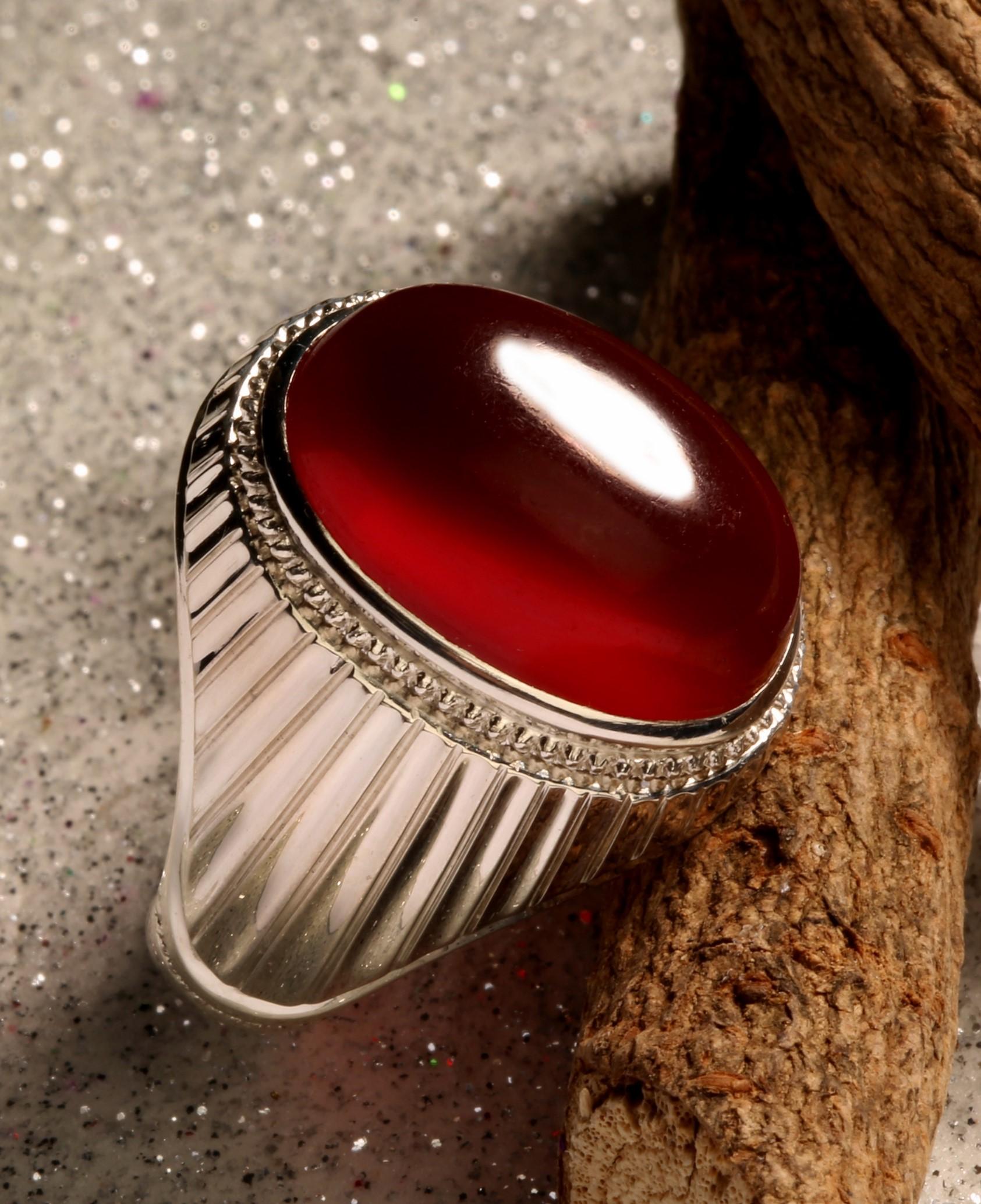 A-1505 انگشتر عقیق سرخ یمنی تراشدار قطعی ۵۰۰ ساله و پایه فدیوم