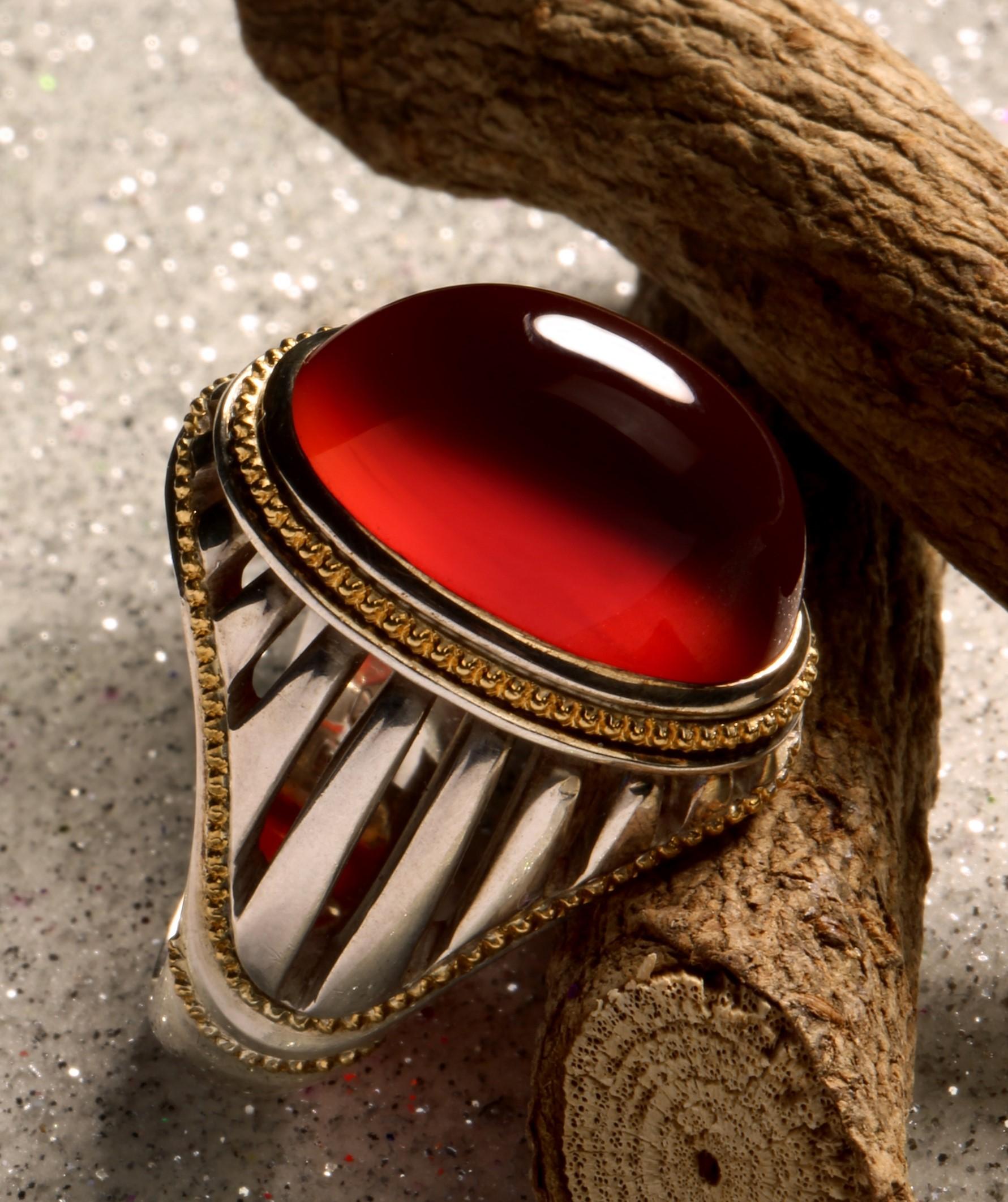 A-1507 انگشتر عقیق سرخ یمنی کهنه با پایه فدیوم