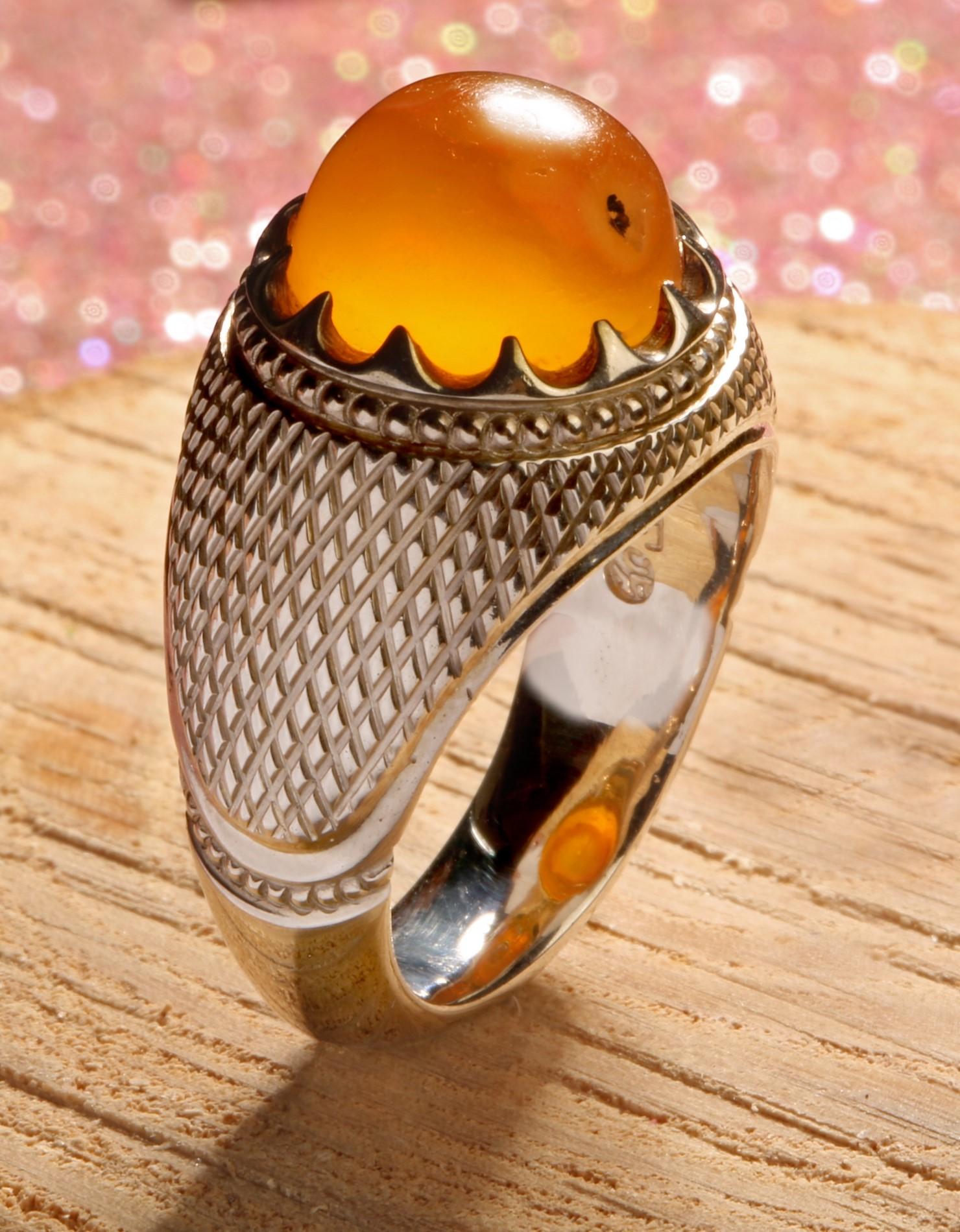 A-1525 انگشتر عقیق زرد یمنی کهنه با تراش قطعی با پایه فدیوم دست ساز