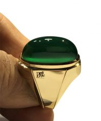 A-1000 عقیق سبز کهنه بی همتا با طیف رنگی خاص بینهایت ابدار