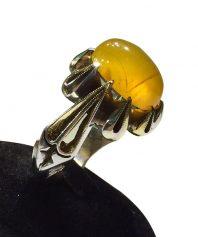 انگشتر عقيق زرد يمني كهنه بسيار خوش طبع و بسيار رنگ