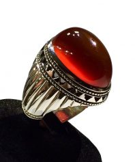 A-837 انگشتر عقیق سرخ یمنی کهنه بسیار خوش رنگ