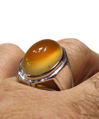 A-855 انگشتر عقیق زرد یمنی کهنه ابدار طوق دار کلاهدار لامپی