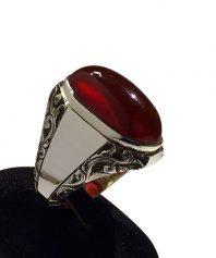 انگشتر عقيق سرخ با قلم زنی برجسته