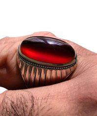 انگشتر عقيق سرخ يمني رگه دار