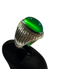 A-953 انگشتر عقیق سبز طبیعی کهنه  طوق دار با طبع و رنگی بینظیر
