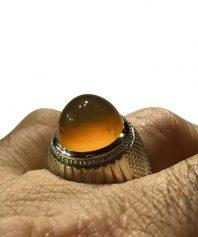 انگشتر عقيق زرد يمني كهنه بسيار ابدار و خوش طبع و رنگ