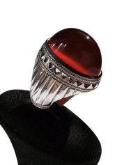 انگشتر عقيق سرخ يمني كهنه طوق دار زغال دار بسيار خوش طبع و رنگ