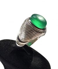 انگشتر عقيق سبز كهنه بسيار خوش طبع و رنگ صد در صد طبيعی
