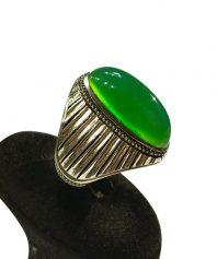 انگشتر عقيق سبز كهنه صد در صد طبيعي و خوش طبع