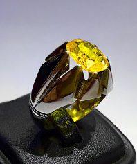 انگشتر یاقوت زرد بسیار خوش آب و رنگ و اصیل با پایه فدیوم مدل هشت چنگ بسیار ظریف و دقیق y-53