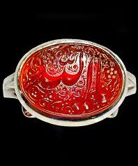 انگشتر عقیق سرخ خطی بسیار زیبا و بی نقص با ذکر زیبای یا الله با حکاکی استاد مبین و پایه دست ساز استاد اذری A-444
