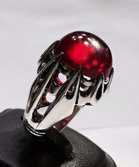 انگشتر یاقوت معدنی کهنه با تراش دستی بسیار قدیمی با پایه فدیوم مدل هلالی بسیار دقیق Y-50