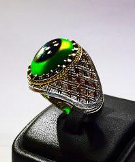 انگشتر عقیق سبز سه پوست تراشدار بی نظیر و کلکسیونی با رکاب دست ساز مدل رولکسی فدیوم با گوارسه های طلا A-309