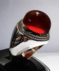 انگشتر عقیق سرخ یمنی کهنه و درشت با پایه استاد مسلم انگشتر سازی تبریز استاد محمد غفاری A-467 (فروخته شد)