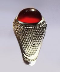 انگشتر عقیق سرخ یمنی حاج حسین جدی با پایه نقره مدل حصیری بسیار دقیق و بی نقص A-429 فروخته شد