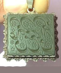 آویز کهنه یشم با خطی قاجاری تاریخ ۱۲۸۲  YSH-4