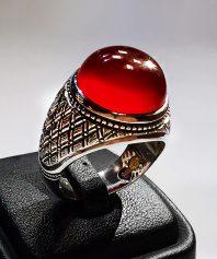 انگشتر عقیق سرخ بسیار آبدار و خوش رنگ با پایه مدل رولکسی بسیار دقیق و کاملا  دست ساز A-401
